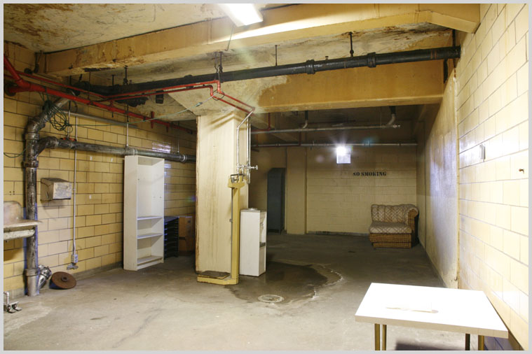 basement_jail_14.jpg