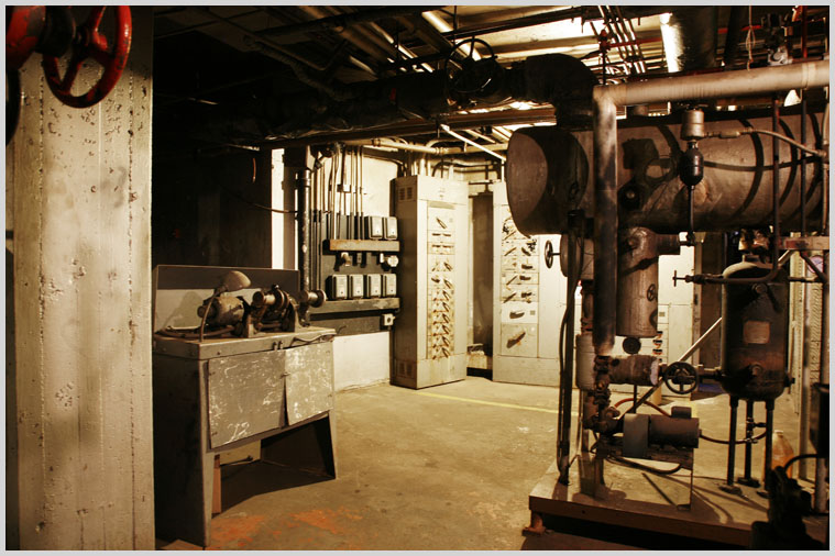 machine_room_02.jpg