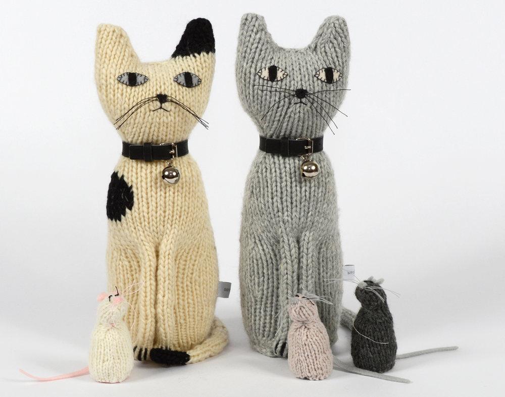 sus gatos de 100% merino tejidos a mano los encontras en Almacén Feliz !