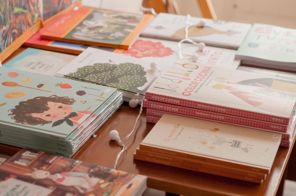 libros Periplo Mercadito de navidad Puentestudio
