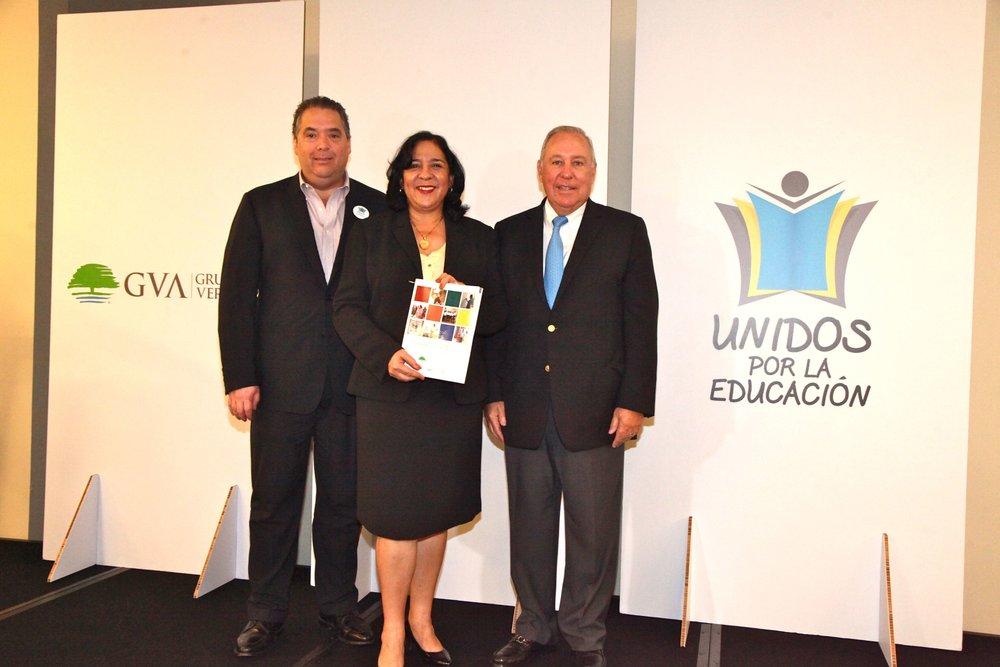 MEDUCA RECIBE GUÍA EDUCATIVA QUE IMPLEMENTARÁ EN 100 ESCUELAS