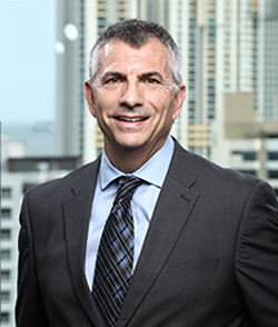 Glenn Simon  Director de Operaciones VerdeAzul Hotels Gerente General Wyndham Panamá Albrook Mall