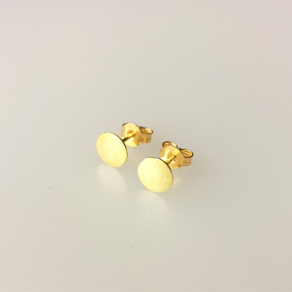 18ct gold stud earrings