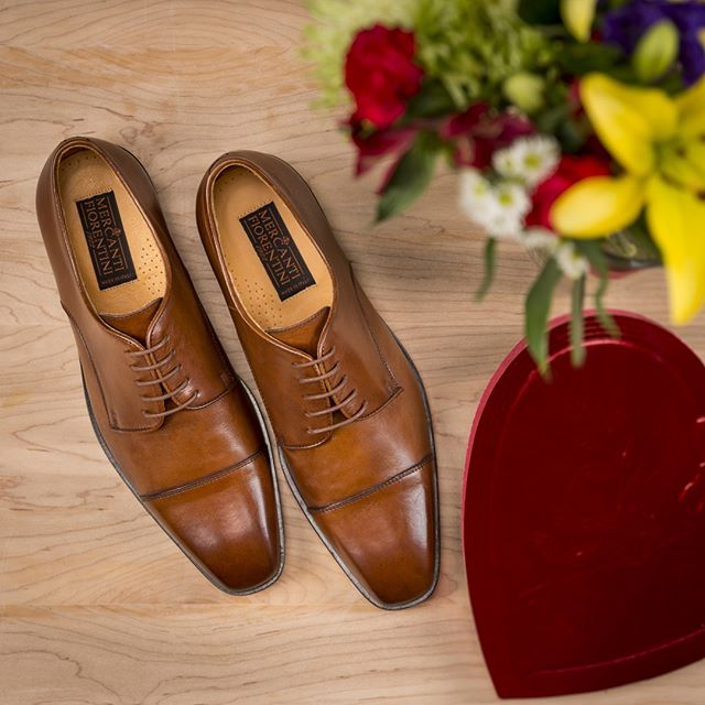 Dress to impress your Valentine. These Cap Toe Oxfords are a date-night essential. ❤️ Happy Valentine's Day! . . . . #happyvalentinesday #bemine #leathershoes #mercantifiorentini #mercantishoes #mymercanti