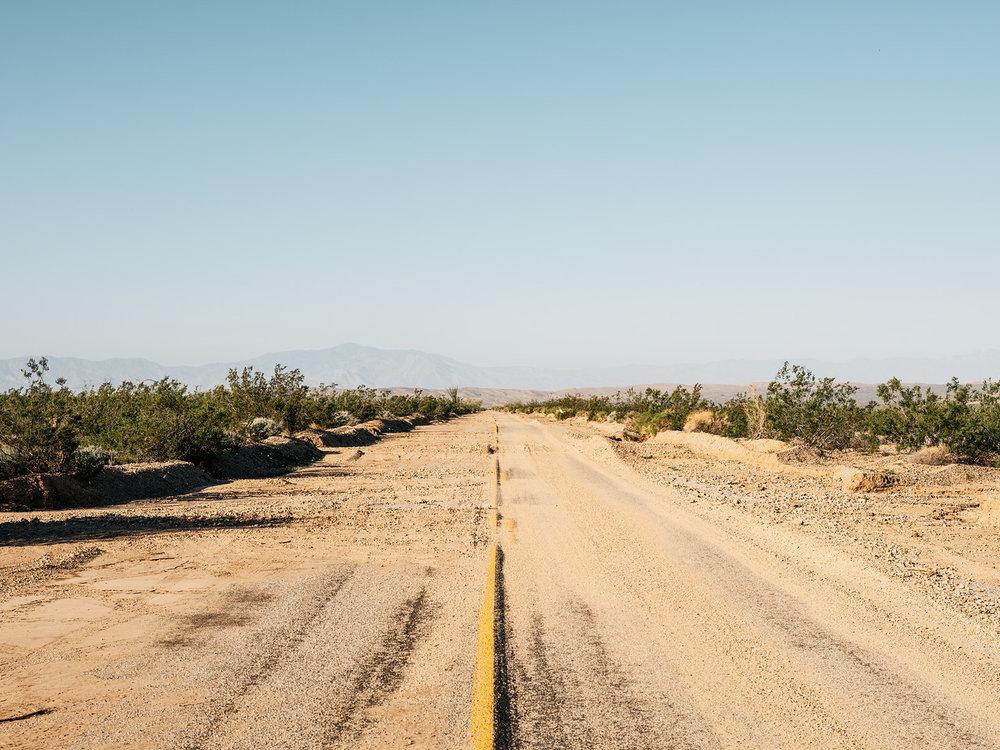 DESERT X TOURS - LA EXPOSICIÓN ESTÁ CLAUSURADANO HAY HAY TOURS PÚBLICOS DISPONIBLES