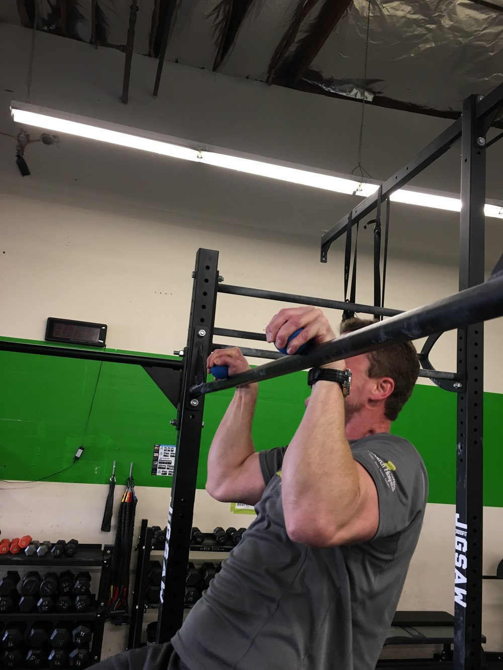 Russ working on blowing up those forearm with false grip Pull-ups