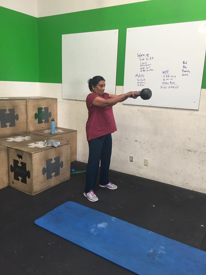 Pramela working her kettlebell swings!