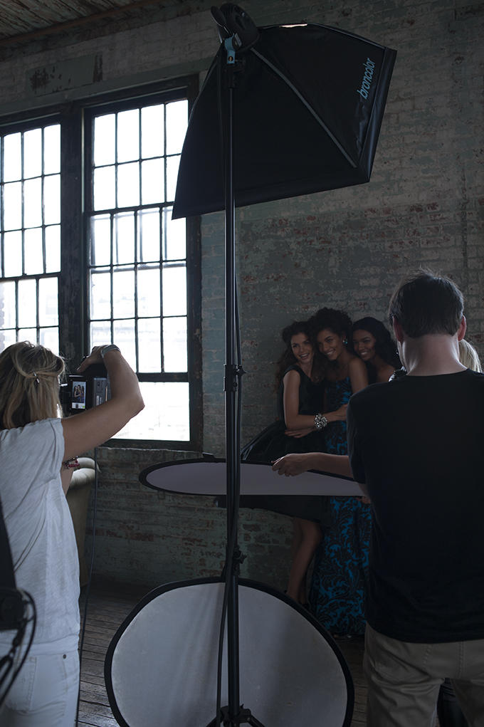 Behind the scenes of Mujer Unica magazine shoot by jodi jones