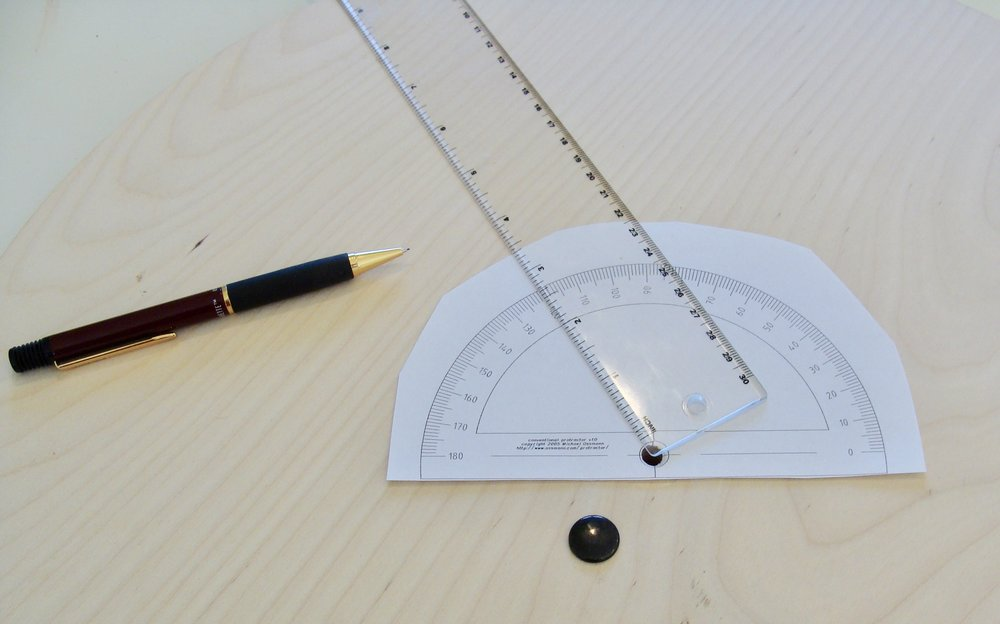 evenly marking wheel with protractor