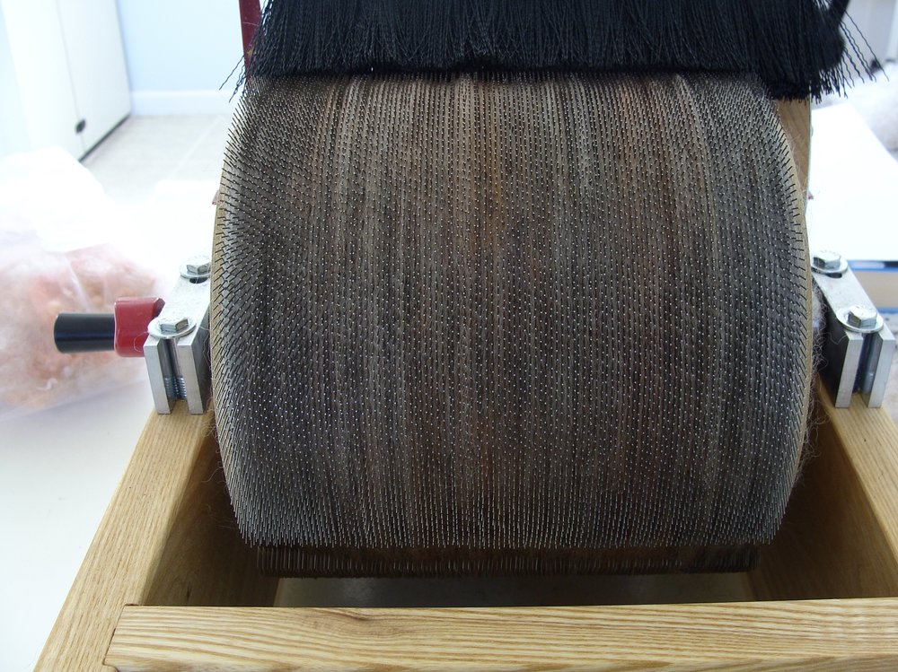 Drumcarding for color blending Romney wool