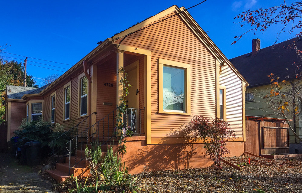 Find a pumpkin-colored house and come in!