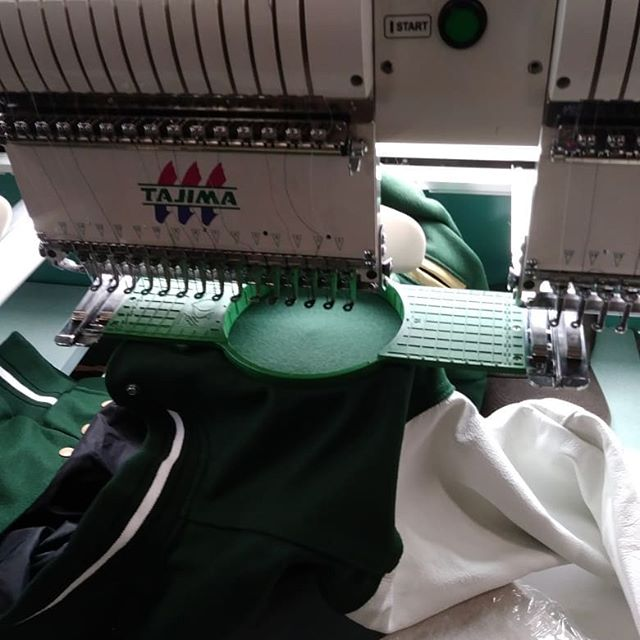 Have you ever wondered how our jacket's are made? Scroll through the pictures and take a look. If you like what you see, go check out our website in our bio and order one of your own! #coachescorneraad #coachescorner #varsityjacket #olahighschool #highschool #leatherjackets #winterfashion