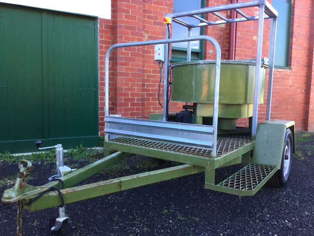 PAN MIXER WITH TRAILER