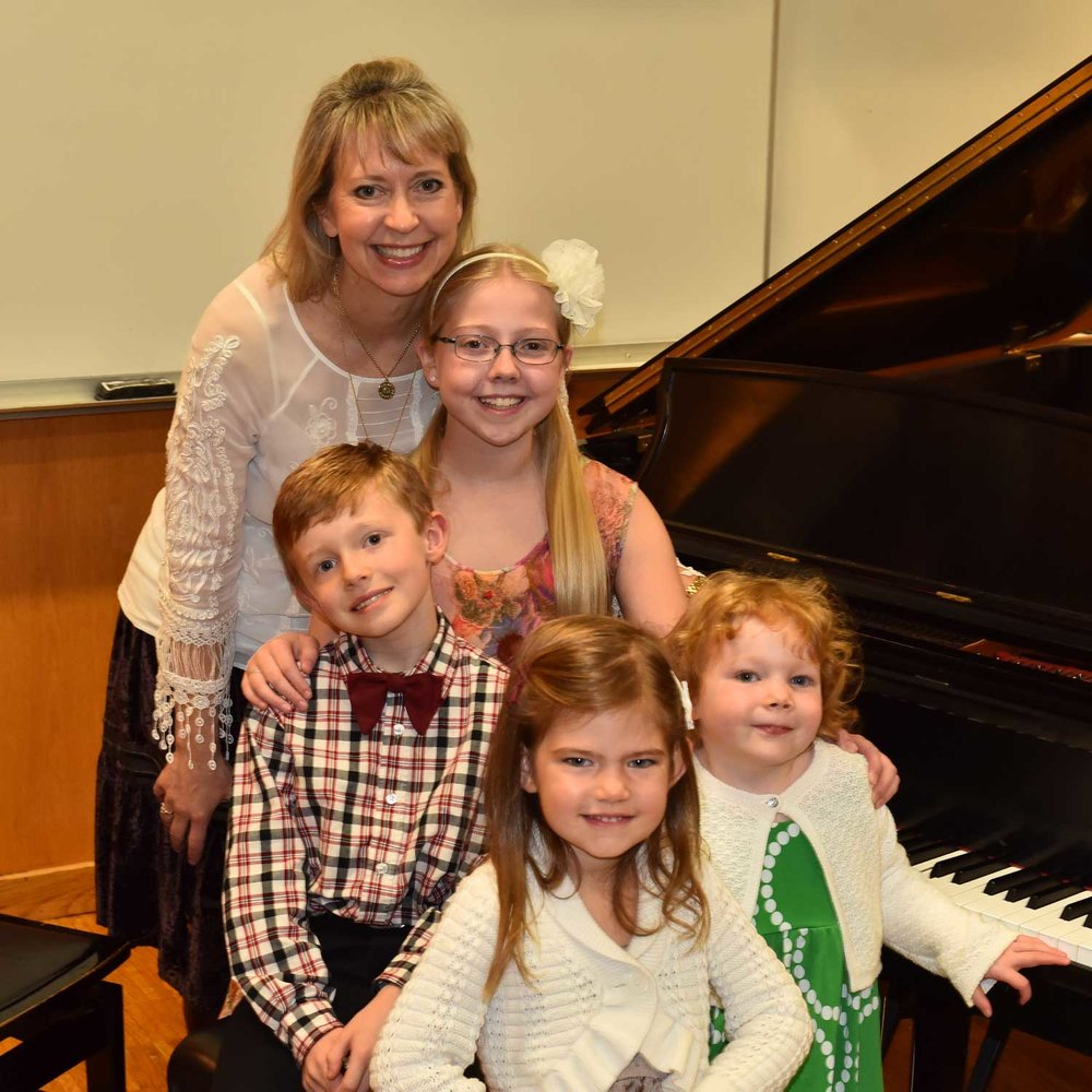 SAM-Honors-Recital-2017-Sara-with-Mary,-Ella,-Matthew-and-Úna-at-the-piano.jpg