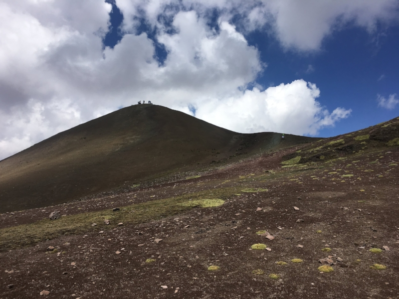 climb-to-rainbow-mountains