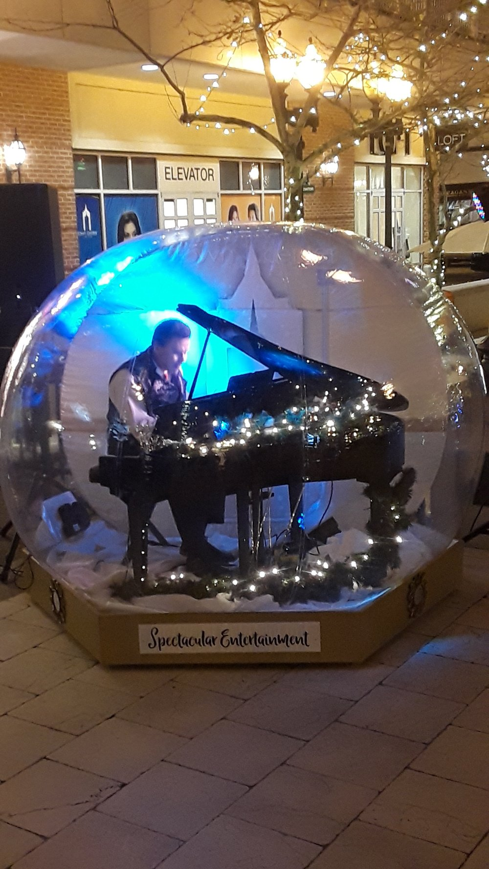 "The ""Snow Globe"" piano performance in Virginia Beach Town Center, December 2018"