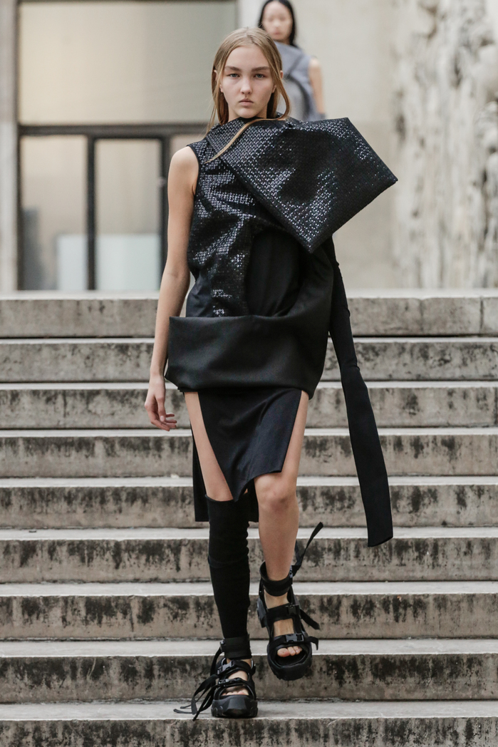 *all photos can be found on  http://fashionweekonline.com/rick-owens-spring-2018-paris-fashion-week