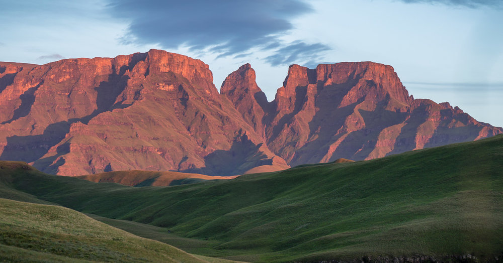 Monk's Cowl sandwiched between Champagne Castle on the left and Cathkin Peak on the right.