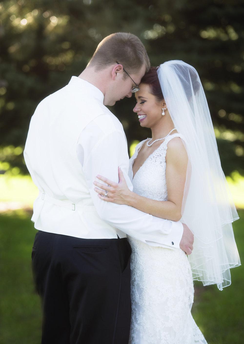 BRIDE&GROOMFORMALS040_1.jpg