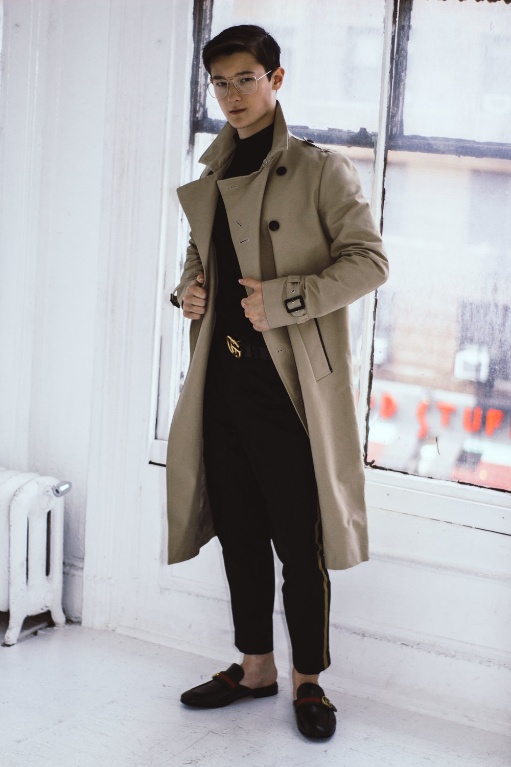 Trench: Asos, Sweater: Zara, Pants: H&M, Glasses: H&M, Belt: Gucci, Shoes: Gucci