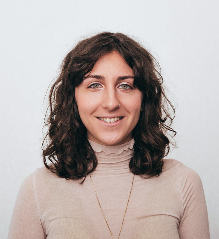 <b>Laura <br>Ungur</b><br><br>Designer