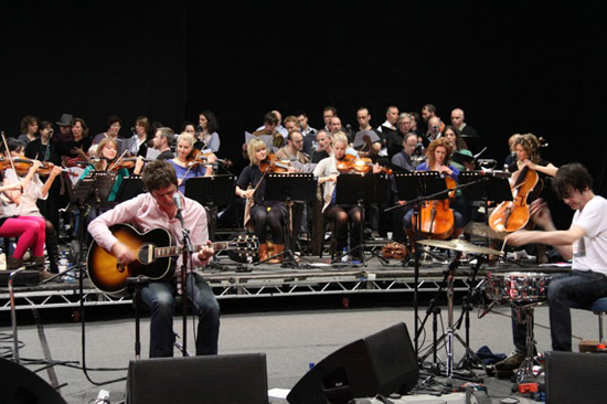 46.Wired Strings In rehearsals with Noel Gallagher, Gem Archer, and the Crouch End Festival Chorus. March 2010.jpg