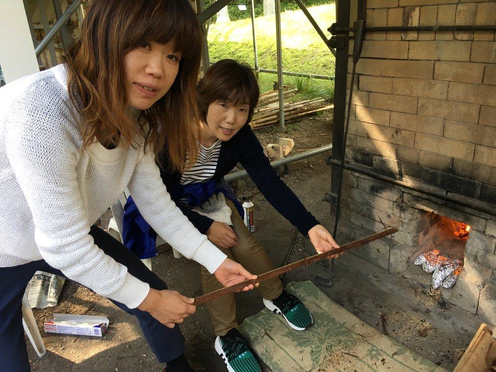 Erika and Ishihama San stoking during their lunch break!