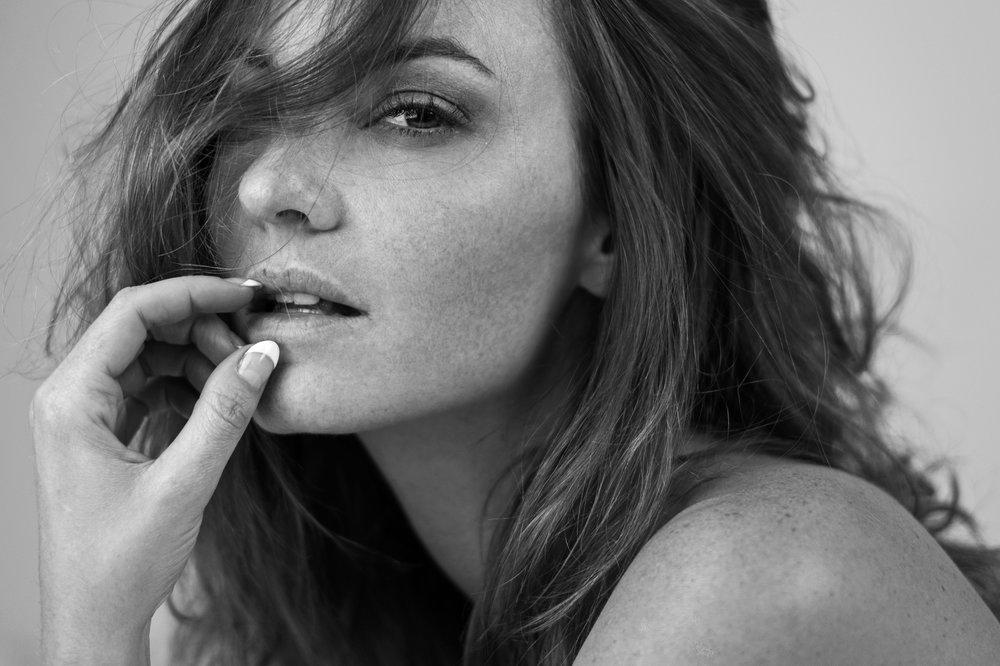 Jocelyn Binder Nude Photos 31