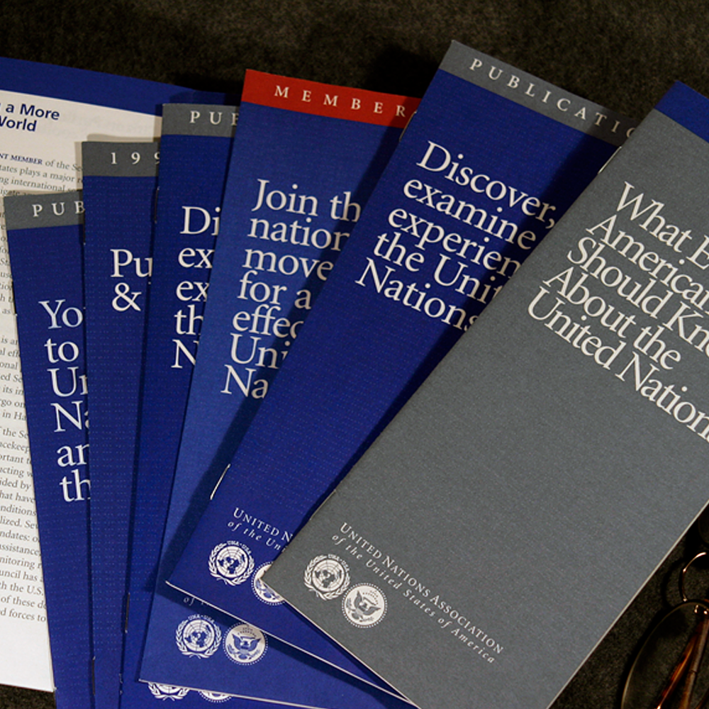 UNA_brochures_2x.png