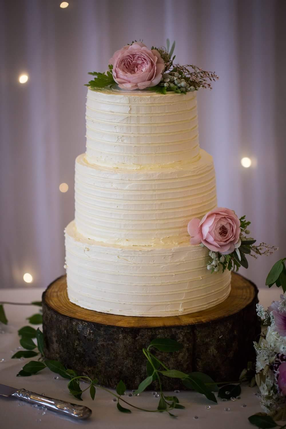 natural-wedding-cake-flowers.jpg.jpeg