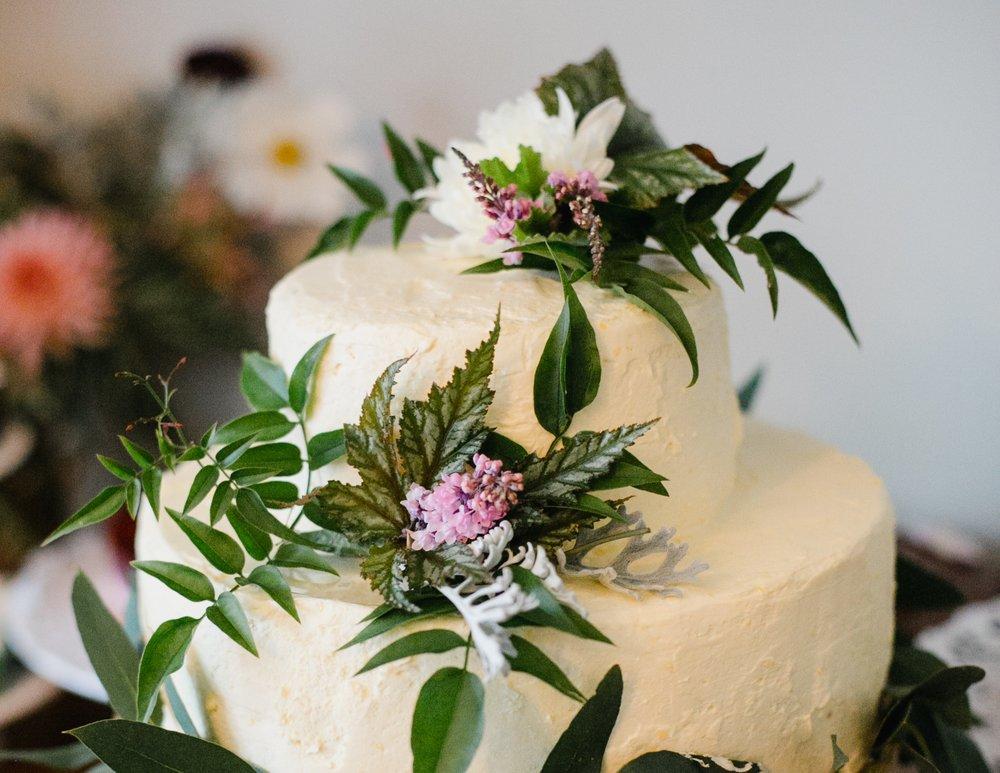 wedding-cake-flowers-organic.jpg