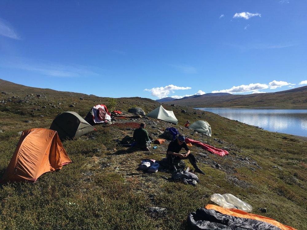 Frokost og teltørring ved Russvatnet