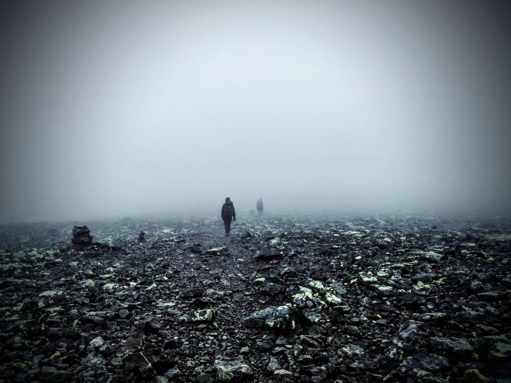 Lige omkring toppen af  Besseggen  var det meget tåget