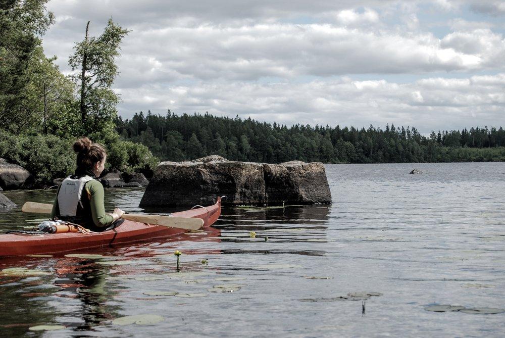 Johanne spejder ud på søen