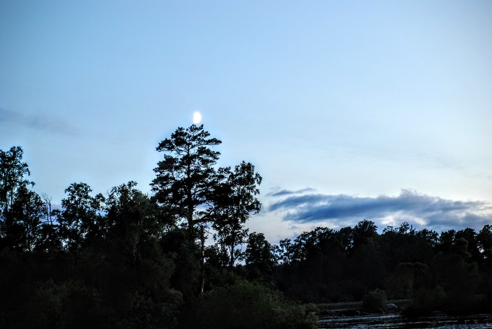 Månen over  Femlingen i sydsverige, sommeren 2016