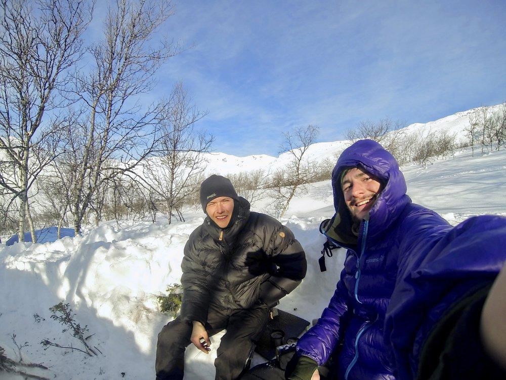 Noah og jeg en kold og solrig stund i skoven.
