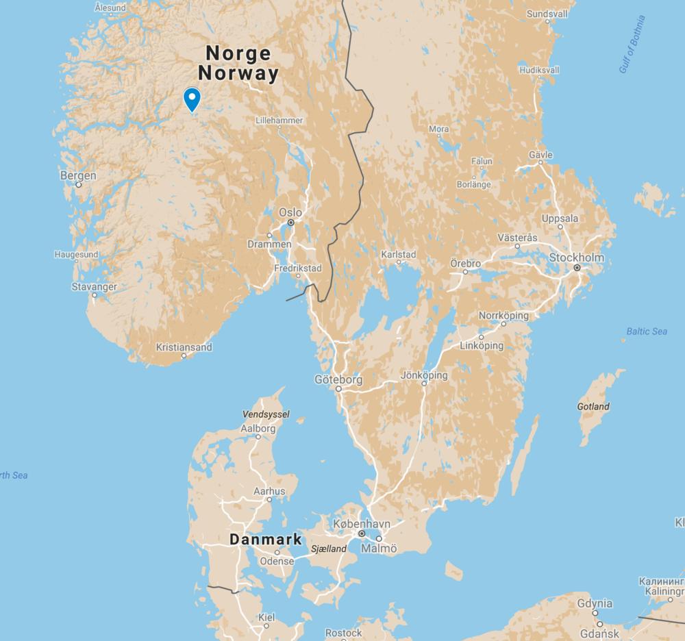 Tyin-søen ligger ved den blå pil
