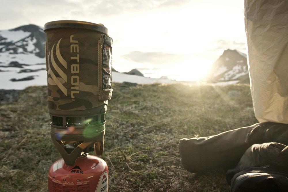 Stemningsbillede med solnedgang fra aftenens lejrplads.