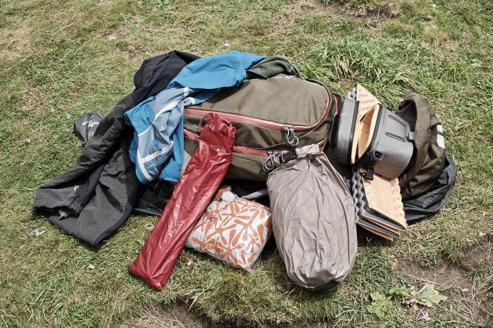 Taskerne pakkes inden turen går afsted mod  Breche de Roland