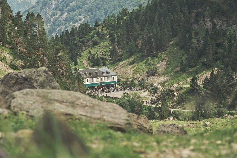 Hôtel du Cirque ligger for enden af asfaltvejen, og er udgangspunktet for de besøgende til Cirque de Gavarnie