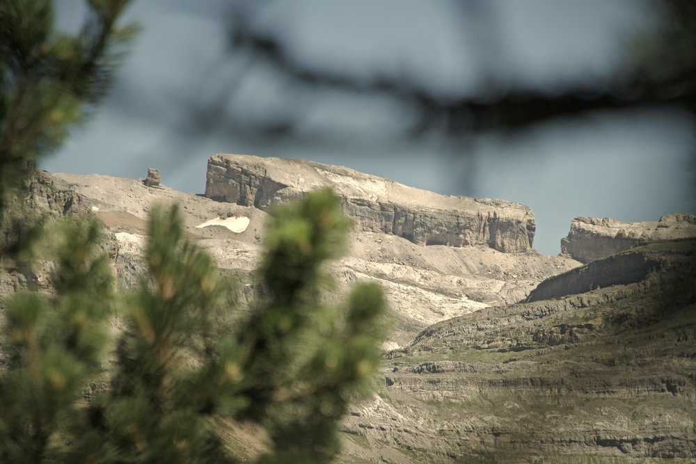 Fra stien på den sydlige side af  Valle de Ordesa  kunne man se de 6 kilometer over til  Breche de Roland