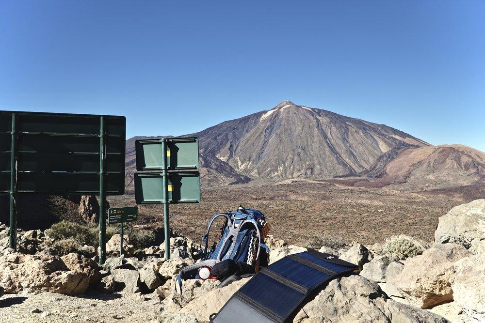 Teide set fra SØ - jeg gik fra toppen og langs bjergkarmen til venstre.