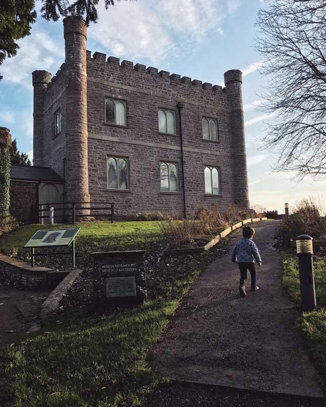 Abergavenny_Castle4.jpg