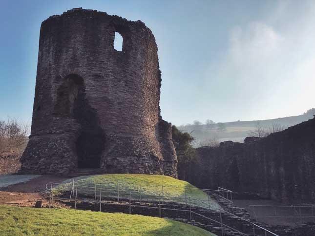 Skenfrith_Castle2.jpg
