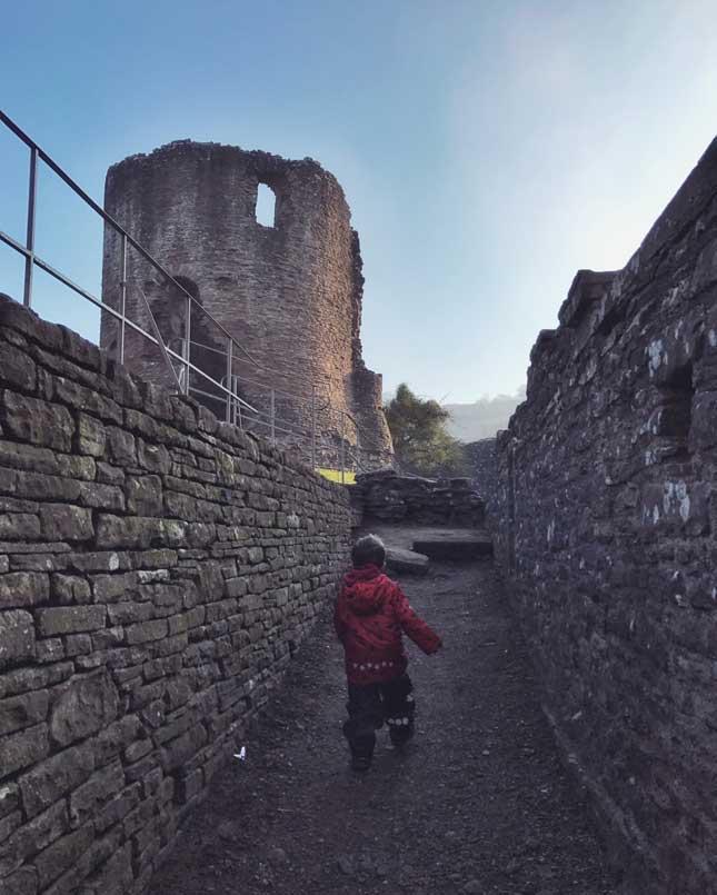 Skenfrith_Castle3.jpg