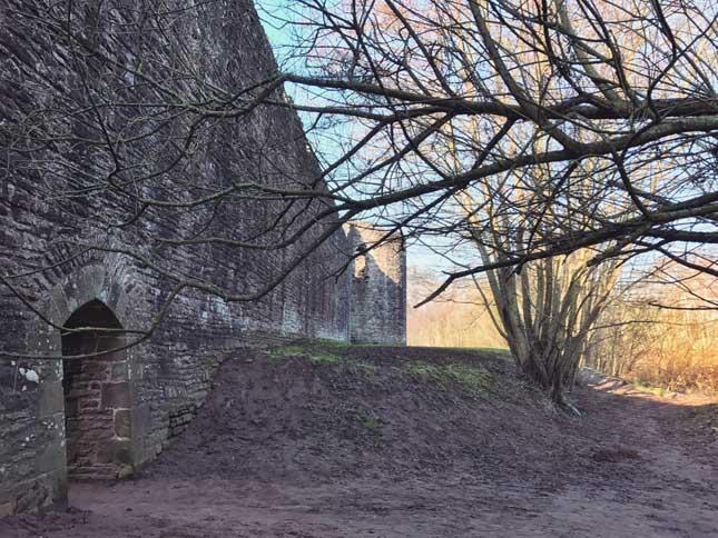 Skenfrith_Castle7.jpg