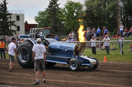 Competitors Premiere Tractor Pull Events In Canada And Usa