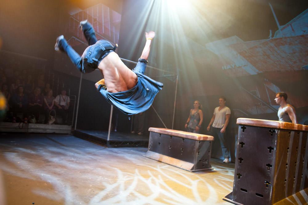 acrobat-edinburgh-fringe.jpg