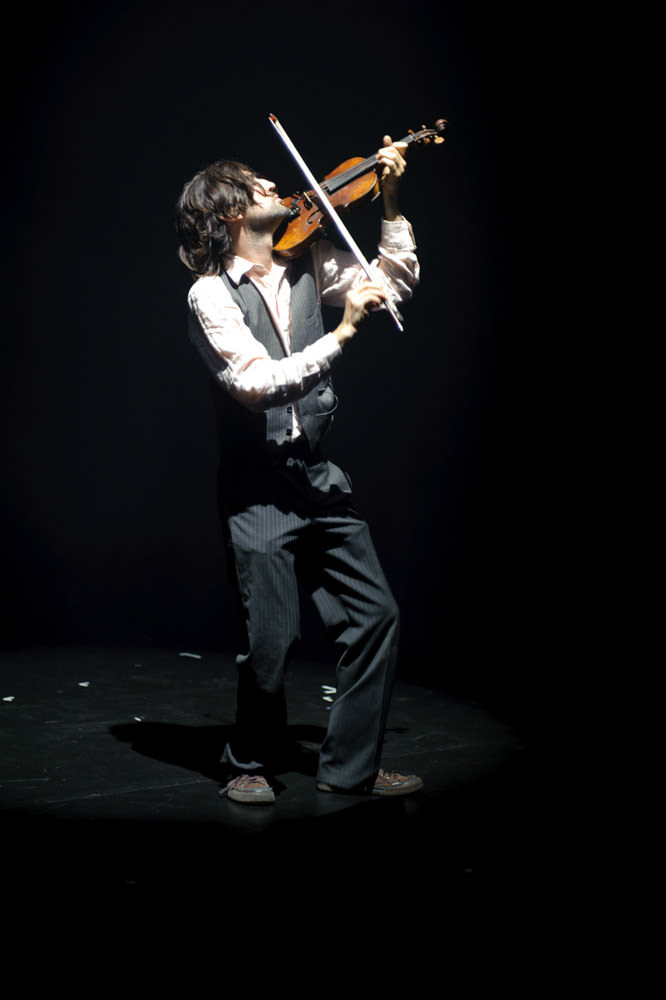 musician-violinist-live-edinburgh-pleasance.jpg