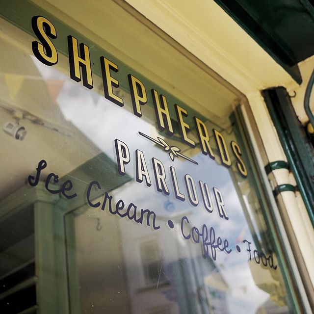 Look what's happening over here... @shepherds_parlour #follow #shepherdsparlour #countryliving #hay #whattodoinhay